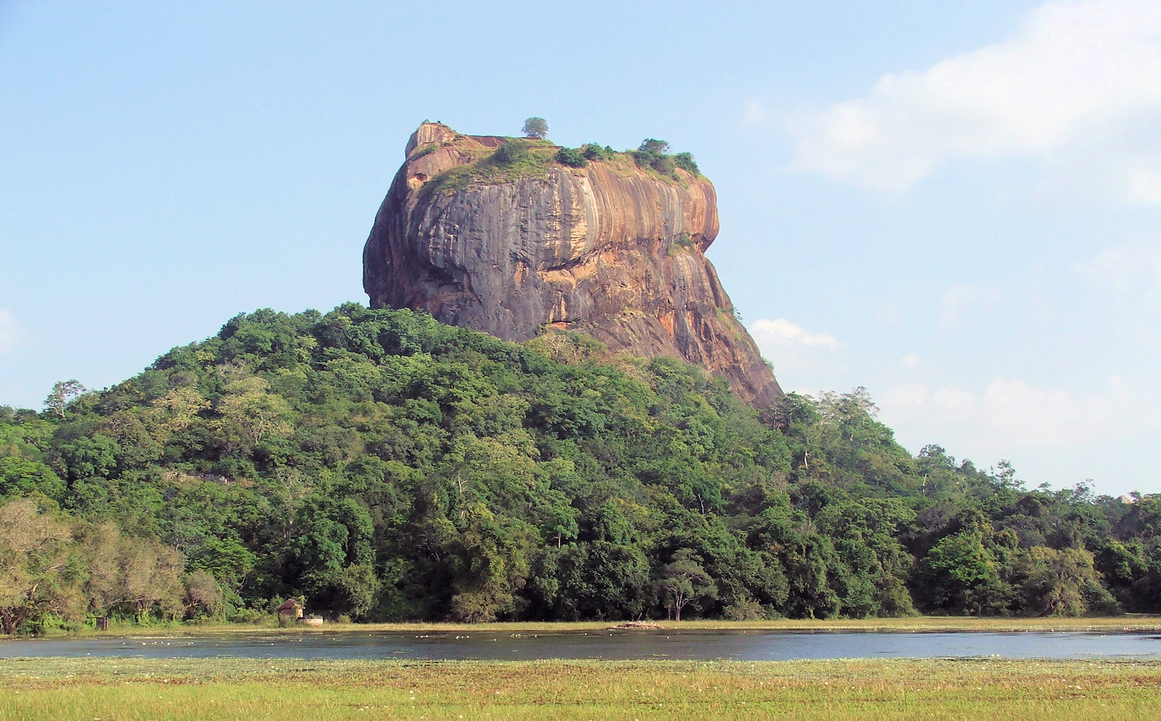 "(English) To describe the beauty of Sri Lanka, the Telegraph reports a phrase from a reader who voted the country as the most beautiful place in the world: ""Everyone knows how beautiful Sri Lanka is, but few know how wonderful its inhabitants are"""